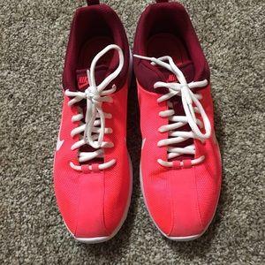 Nike size 8 woman's shoe